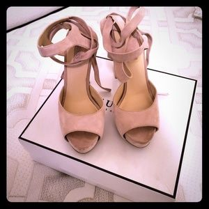 Guess light pink suede